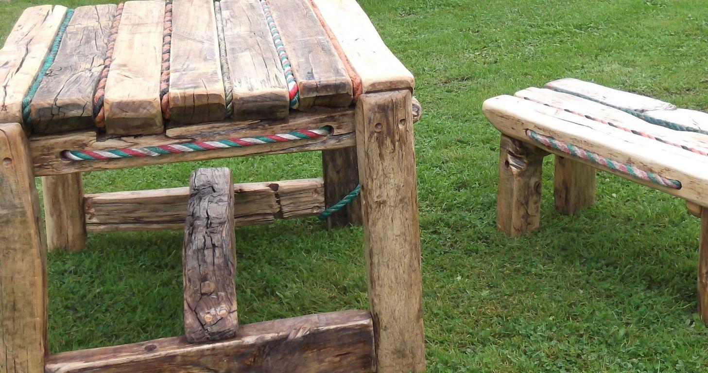 Tafel en bankje wrijfhout